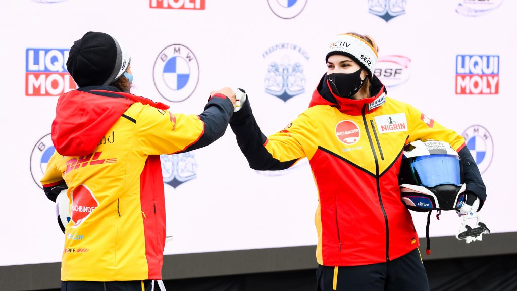 Corona-Glückwunsch: Mariama Jamanka (links) und Kim Kalicki (Foto: BSD)